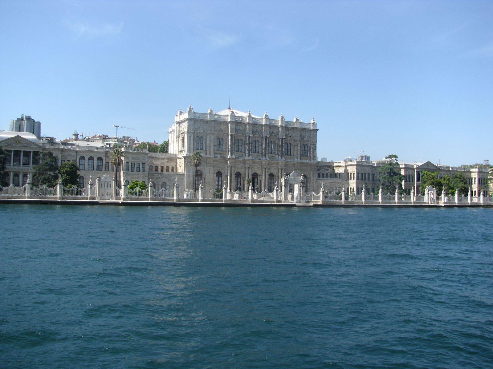 Pałac Dolmabahce, widok z Bosforu jak przyrządzić kawę po turecku