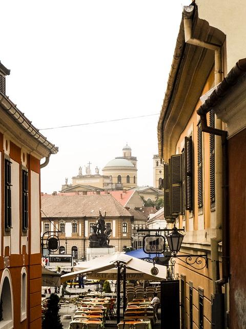 Eger – tego miasta nie można przegapić! fot. https://pixabay.com/pl/eger-węgry-miasto-architektura-689486/ CC0 Public Domain