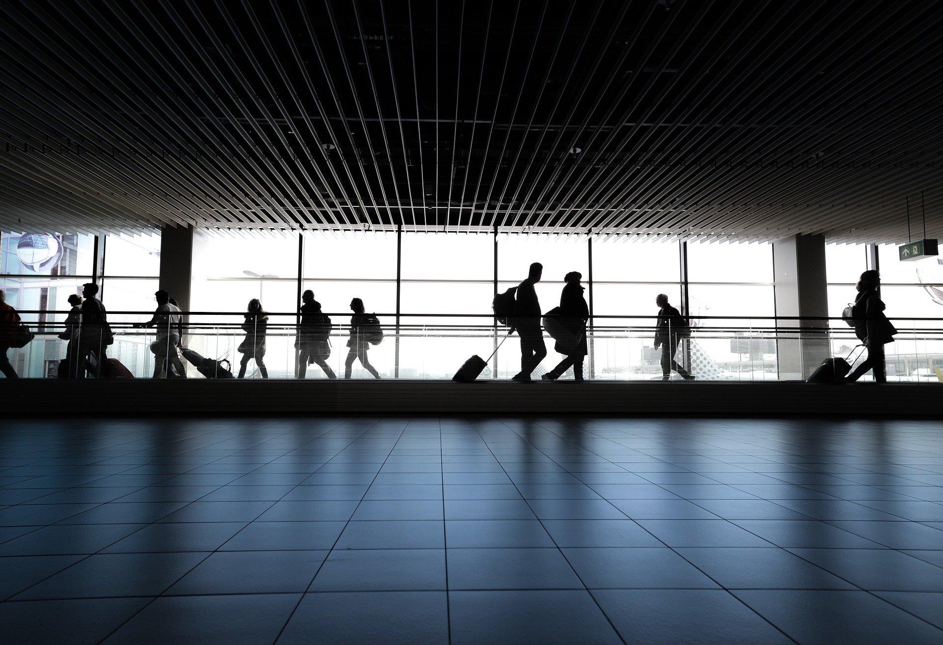 zmiany w liniach i na lotniskach