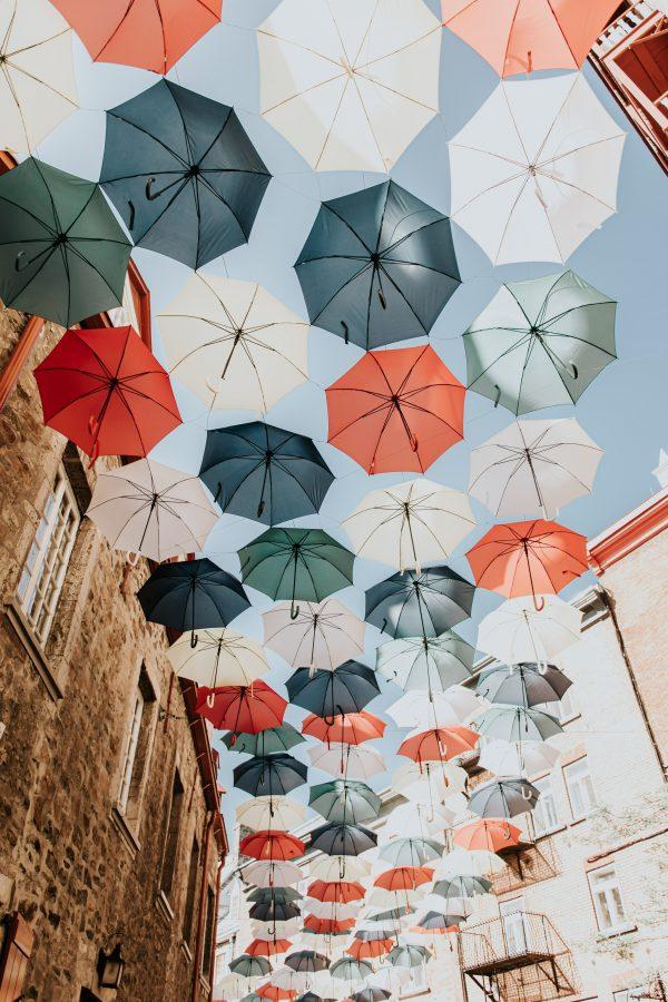 ulica parasoli w Kanadzie.