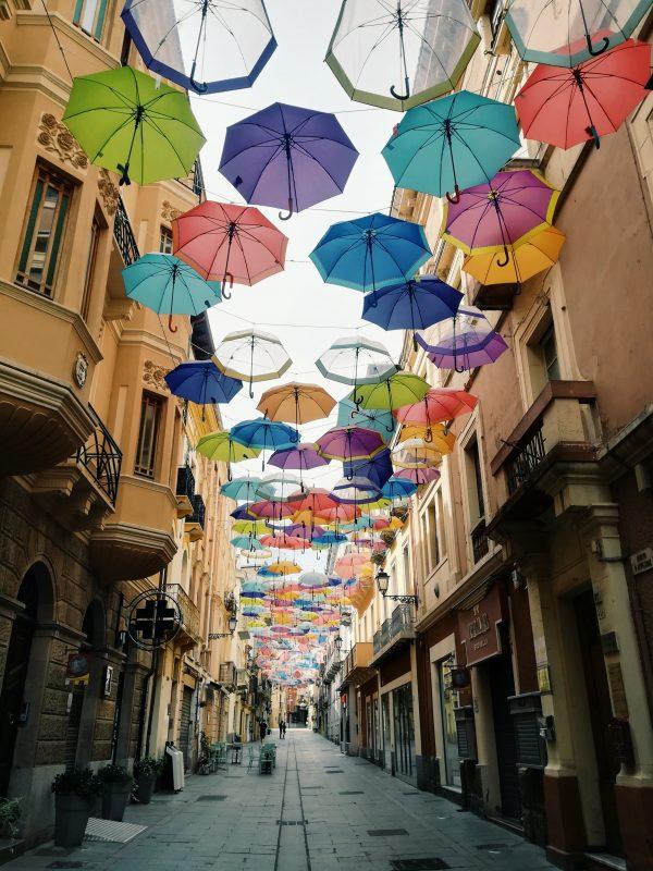 ulica parasoli w Sardynii