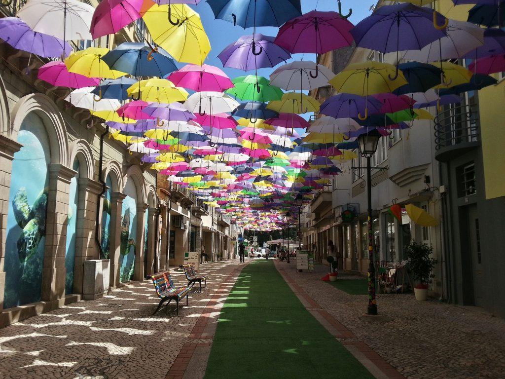 ulica parasoli Águeda