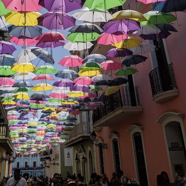ulica parasoli w Portoryko.