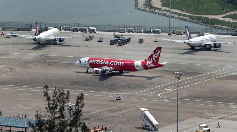 AirAsia - malezyjska tania linia lotnicza.