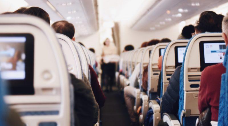 Mandat za brak maseczki podczas lotu
