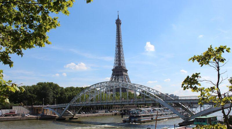 Francja wykreślona z listy - wprowadziła testy na COVID-19