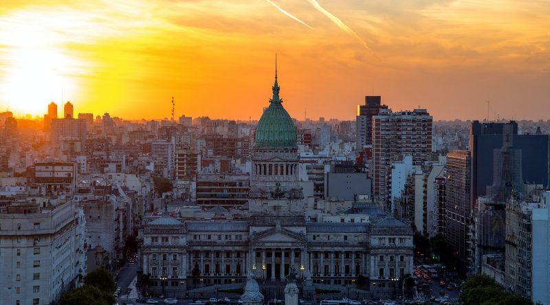 Władze Argentyny nakładają podatek na pasażerów lotów międzynarodowych