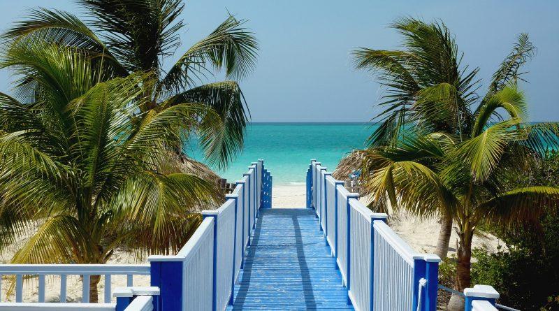 """Wakacje na Kubie w """"turystycznej bańce"""""""