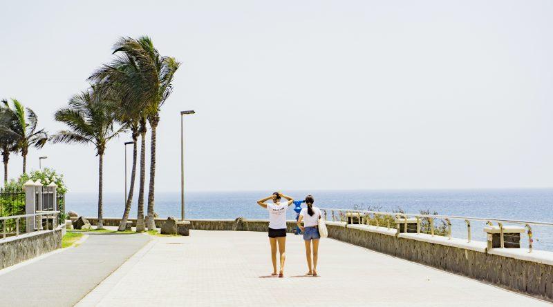 Władze Wysp Kanaryjskich będą dopłacać turystom do biletów lotniczych