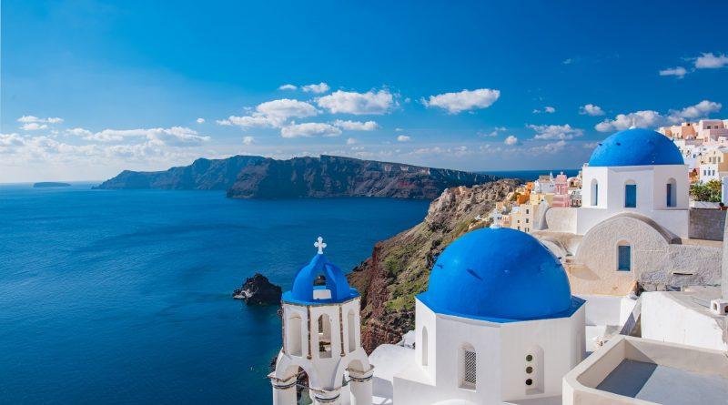 Grecja: tłumy turystów i niski odsetek zakażonych