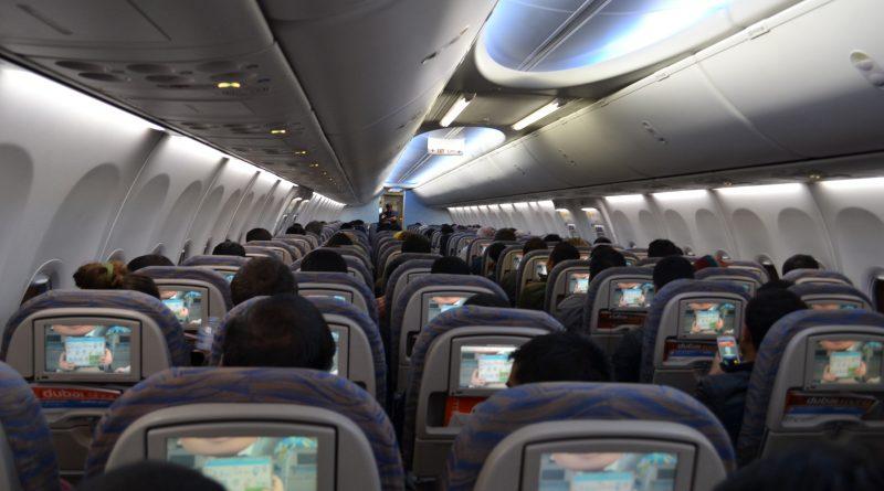 Raport ECDC: kwarantanna i testy nie mają sensu dla podróży lotniczych