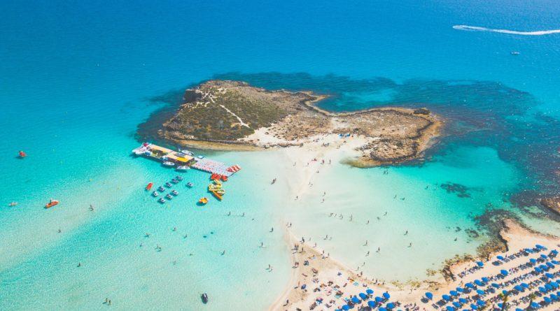 Cypr zwalnia obywateli 16 państw z kwarantanny